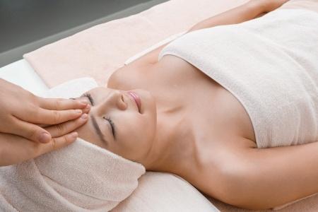 Kopf-, Fuß- und Nackenmassage
